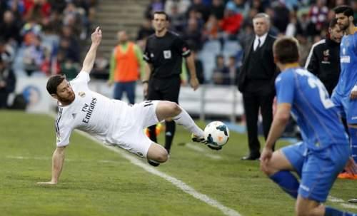 En el fútbol no se regala nada y eso bien lo sabe Xabi Alonso. La pelota no se puede perder.